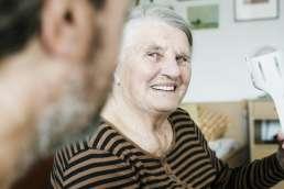 Seniorin in Betreuung